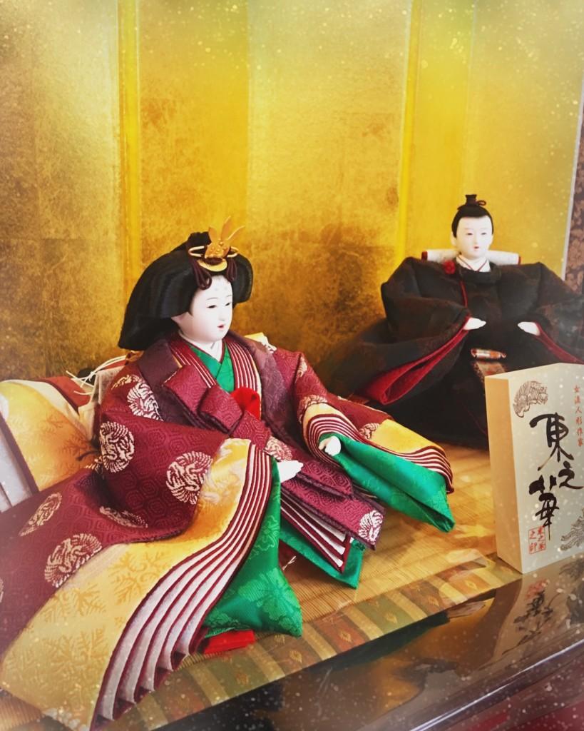 人形巧房ひなやオリジナルの「重陽雛」 鮮やかな菊の色のかさねは、女流人形作家の東之華ならでは