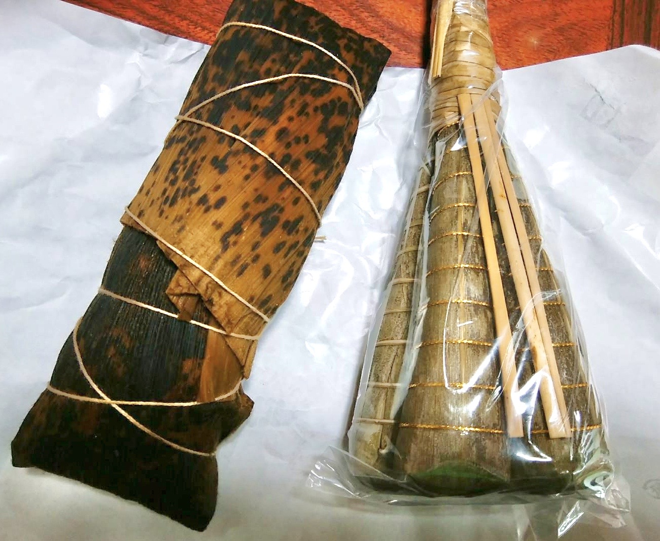 端午の節句に欠かせない粽。写真左は南九州地方で作られる「あくまき」。粽の原型に最も近いとされる。