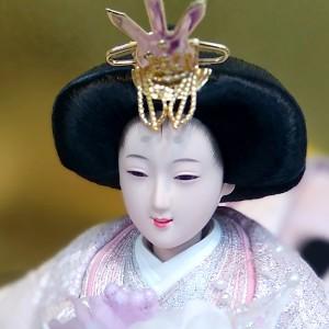 ほんのり桜色メークの華やかで気品あるお姫さまのお顔。 口元が優しく微笑んでいます。