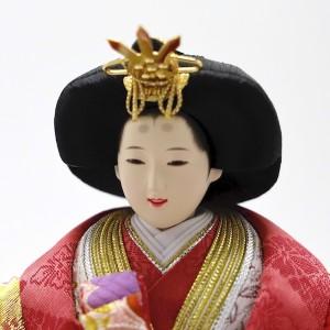 ほんのり桜色メークの、華やかで気品あるお姫さま。口元が優しく微笑んでいます。