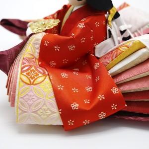 お殿さまとお揃いの小花柄。襲(かさね)の色目は、王朝時代の『紅の匂』を東之華風にアレンジ。